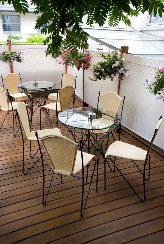 Pavimenti in legno per bar ristoranti e locali pubblici for Arredi esterni per bar e ristoranti
