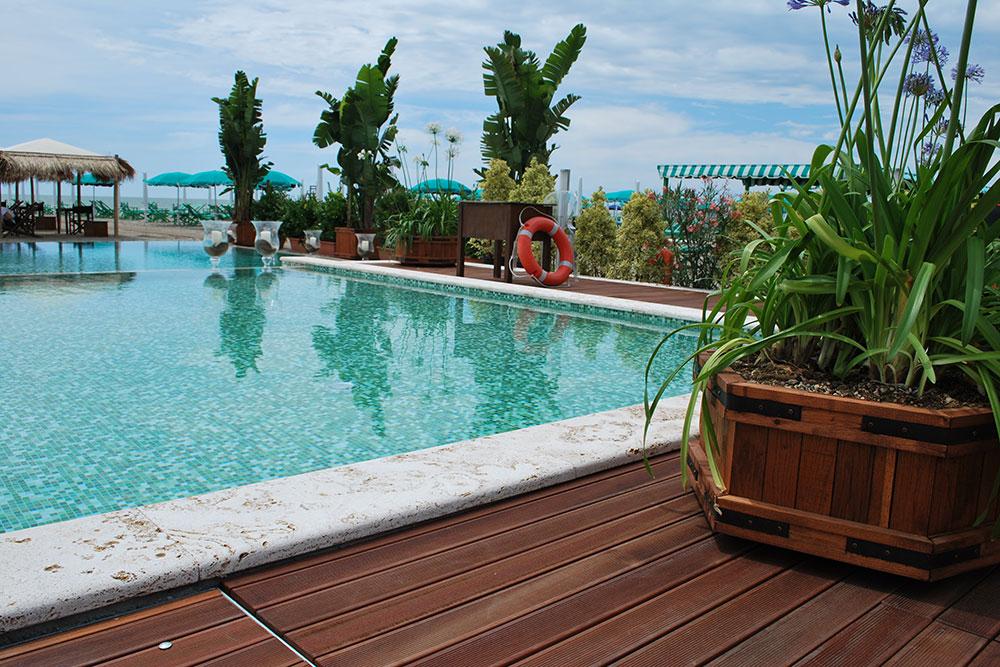 Fioriere e accessori in legno per giardini e balconi for Arredo giardino firenze
