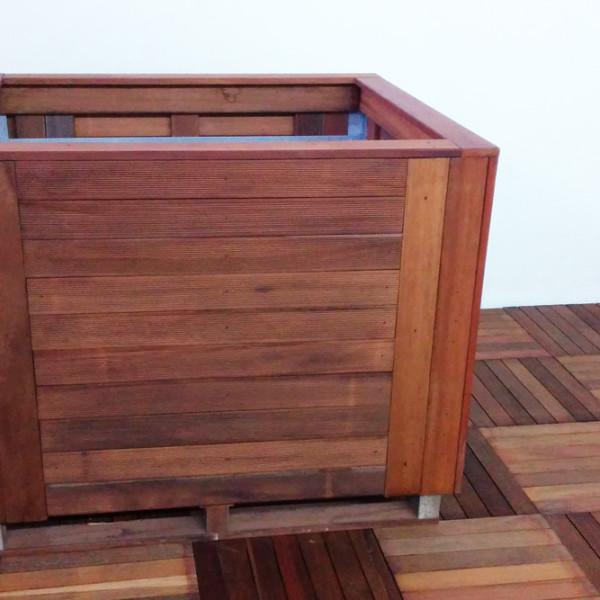 Fioriera quadrata in legno