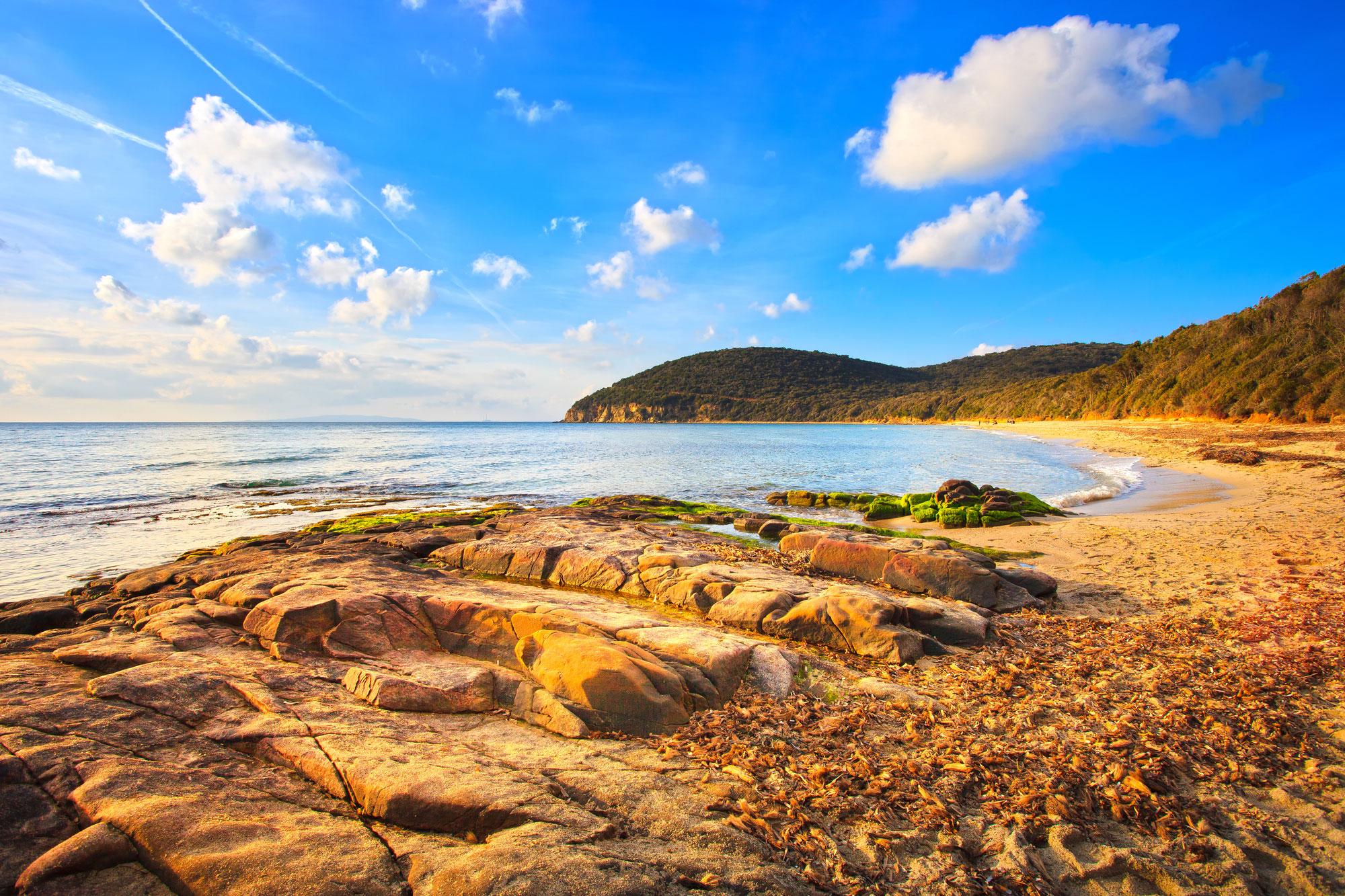 Costa e collina del litorale toscano