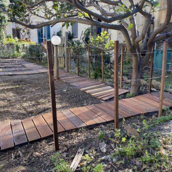 Passerella in legno per orto
